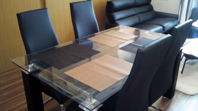 ガラステーブルにビニールマット