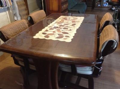 曲線のあるテーブル