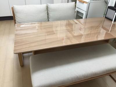 無印良品のテーブルに透明マット