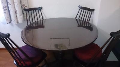 円形テーブルのビニールクロス