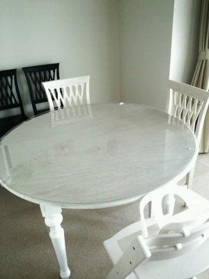 丸テーブルの透明マット