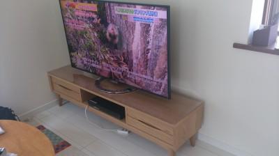 テレビ台に透明マット