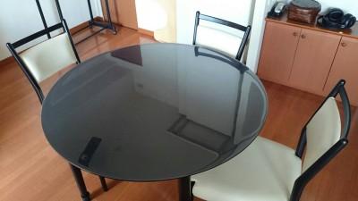 黒い円形テーブルマット