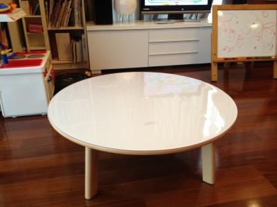 白い円形テーブルマット