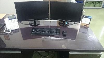 パソコンデスクに透明マット
