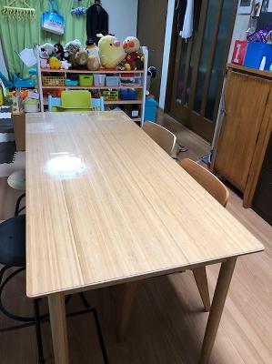 無印良品の竹材ダイニングテーブルにマット