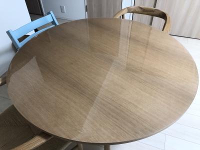 無印良品の円形120cmテーブルに透明マット
