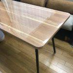 角が丸いテーブルに透明マット
