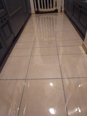 キッチン床に透明マット