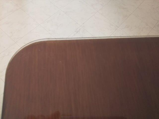 角丸いテーブル