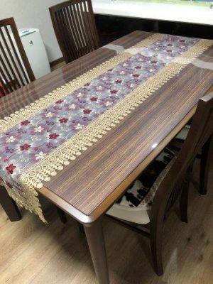 カーブのあるテーブル