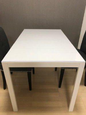 イケアのテーブル