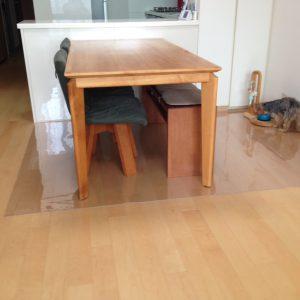 ダイニングテーブル下マット透明