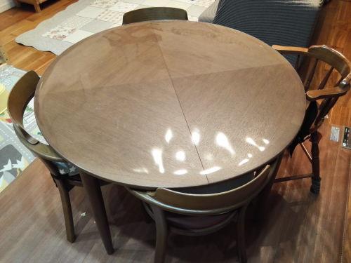 丸型の伸長式テーブル(イメージ)