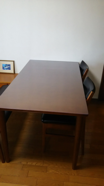 カリモク60にテーブルマット