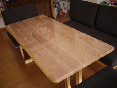 ニトリにダイニングテーブルに透明マット