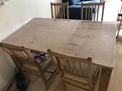 CRASH GATEのテーブルに透明マット