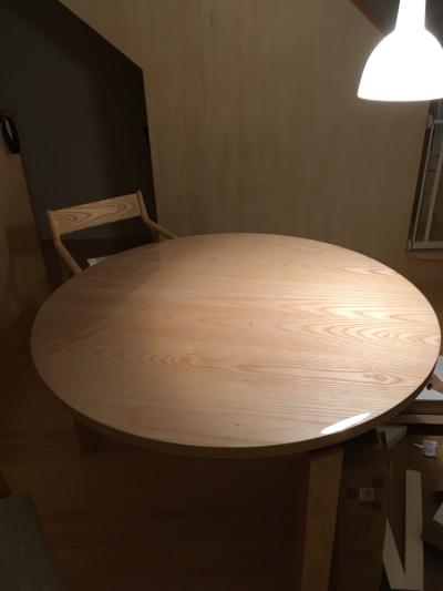 宮崎椅子製作所のMIテーブルに透明マット