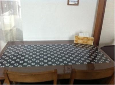 憧れの無垢テーブルに保護マット
