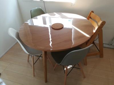 ベルメゾンの円形テーブル