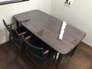 4辺が曲線テーブルに透明マット
